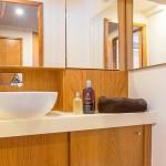 Hanse-455-salle-de-bains-Large