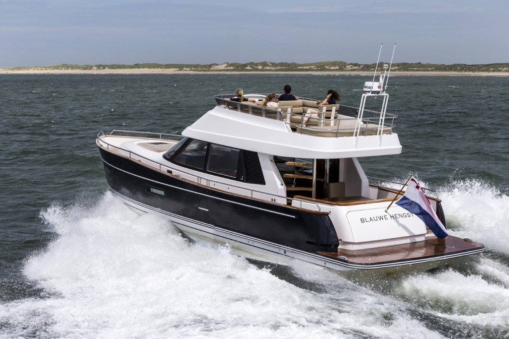 Contest De Contest 52 MC Flybridge, de nieuwe motorboot van de in Medemblik gevestigede werf Conyplex.